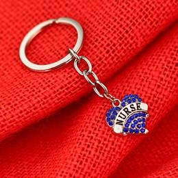 presentes para enfermeiras dia Desconto 12 Pc / Lote Enfermeira Chaveiro Amor Coração de Cristal Azul Dia do Nurse Presente Mulheres Homens Charme Jóias Chaveiro Saco Chave Do Carro Anel Cadeia charme