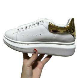 Zapatos de plataforma beige online-Queen Colorful Women Men Sneakers Shoes Comfort Zapatos casuales Plataforma Red Bottom Mqueen Shoes Cuero Lace Up Oxford Vestido de cuero Zapatos