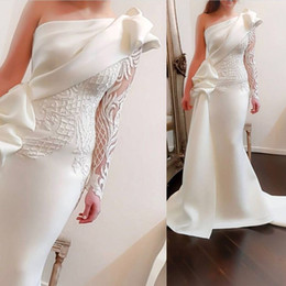 Wholesale prom dresses one shoulder yellow - 2018 Arabic mermaid Evening Dresses with One Shoulder Sash Long Sleeve Embroidery Beadeds Ruching Crepe Asymmetric Trumpet Prom Gowns