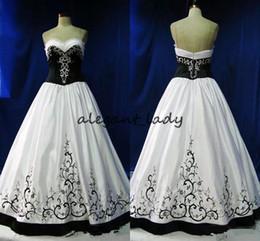 Mais tamanho vestido de noiva bordado preto on-line-Vestidos De Casamento Gótico do vintage Preto E Branco Formal Bordado 2018 Querida Zipper Formal Longo Vestidos De Novia plus size vestido de casamento