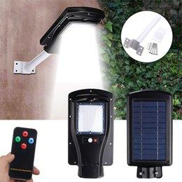 iluminação exterior 12v Desconto Sensor de movimento impermeável 30W 60 LED Solar Road Light 2835SMD Painel solar LED Street Light Iluminação de movimento PIR exterior com controle remoto