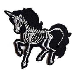 Cavalli per la decorazione online-Hot Skull Unicorno Cavallo Ricamato Patch Cucito Ferro Sul Punk Badge Per Borsa Jeans Cappello Appliques FAI DA TE Lavoro Manuale Sticker Apparel Decorazione