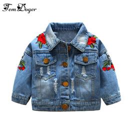 broderie bébé jeans Promotion Tem Doger bébé filles vêtements manteaux 2018 nouveau-né bébé Jeans manteau pour fille déchiré Outwear Bebes broderie Denim Vestes Y18102208