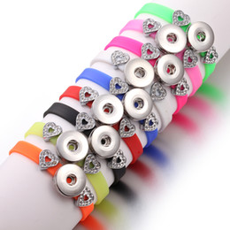 mélanger Couleur En Gros Bijoux Bonbons femmes enfants Enfants en acier inoxydable LOVE charms snap button 1 Usd silicone bracelet Diy ? partir de fabricateur