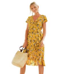 Knielänge chiffon blumendruck kleid online-Großhandelsblumen gedrucktes Sommer-Kleid Chiffon- V-Ansatz Rüschen Asymmetrische reizvolle Partei Knie-Länge Boho Strand kleidet 2018 Vestido