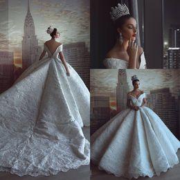 vestido de noiva de cetim Desconto 2018 luxo país cetim a linha vestidos de casamento fora do ombro apliques de renda completa lantejoulas beading vestidos de noiva com longa capela trem