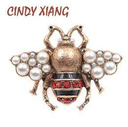 CINDY XIANG Neue Mode Perle Biene Broschen für Frauen Antique Gold Farbe Brosche Vintage Style Schmuck Hohe Qualität Insekt von Fabrikanten