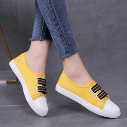3b1585ff477fe Mulheres Sneakers Sapatas de Lona Mulher Sapatos Flats Branco Preto Casual  Senhoras Mocassins Alpercatas zapatos mujer 6816 barato lona sneakers mulher