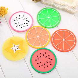 decorazioni di frutta fresca Sconti 2pcs Carino Ufficio Scrivania Set di sottobicchiere di frutta fresca per tazze Tazza di kawaii Cancelleria Tavolo Decorazione Accessori Organizer