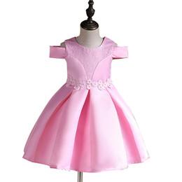 2019 boutique rosa rossa Boutique 2018 vestito da festa della ragazza da sposa abiti da sposa in pizzo nobile rosa rosso fuori spalla bolla spazzata 3 colori all'ingrosso 2-12 anni boutique rosa rossa economici