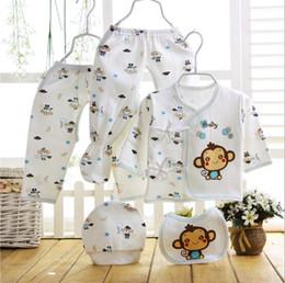 Mesi vestiti infantili estivi online-set neonato cinque pezzi 0-6 mesi vestiti infantili in cotone primavera e estate set di biancheria intima di cotone cappello bib