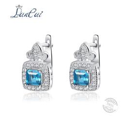 Solitär ohrringe online-LANCAI Mode 925 Sterling Silber Ohrringe Solitaire Natürliche London Blue Topas Ohrstecker für Frauen Edlen Schmuck Liebhaber Geschenk