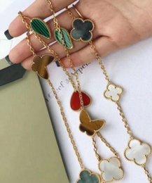 Papillon à longue chaîne en Ligne-Collier à plusieurs accessoires en forme de cœur avec un papillon et une fleur en forme de cœur
