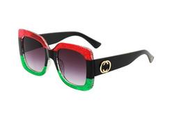 Três pernas on-line-Novo designer de moda popular óculos de sol três cores emendando quadro e perna com lantejoulas de cristal óculos de proteção uv com caixa 0288