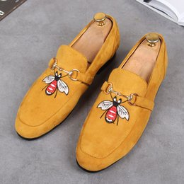 Wholesale Gold Embroidered Wedding Dress - 2018 New arrival men's Velvet Loafers Party wedding Shoes Europe Style Gold Embroidered Velvet Slippers Driving moccasins for Men