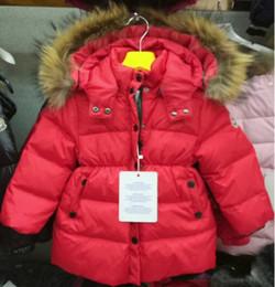 длинные куртки девушки новая модель Скидка Зима новый ребенок толстый пуховик девушки большой меховой воротник длинная красный красный пояс с капюшоном зимняя куртка 1 шт