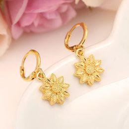 le gocce dell'orecchio delle ragazze Sconti Orecchini pendenti in oro giallo massiccio 24K con fiore pieno goccia donne / ragazza, gioielli d'avanguardia d'amore per regalo africano / arabo / mediorientale