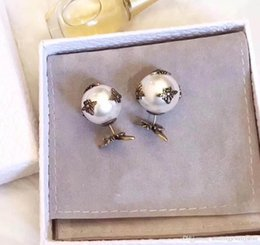Wholesale stamp material - 2018 Top brass material paris design earring with nature pearl and bee buttom decorate stamp logo charm stud earring for women jewelry PS661