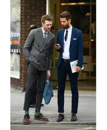 2019 mejor corbata traje gris oscuro 2018 recién llegado de color gris oscuro doble botonadura novio hombres esmoquin padrinos de boda mejor traje de hombre hombres trajes de boda (chaqueta + pantalones + corbata) mejor corbata traje gris oscuro baratos