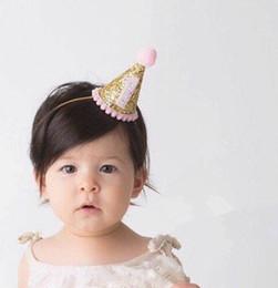 Fotokuchen online-Heißer verkauf Schöne Glitter Gold 1 1/2 Rosa Geburtstagsparty Mini Hüte, Leuchtende Party Hut Baby Dusche Dekoration Kuchen Smash Foto requisiten