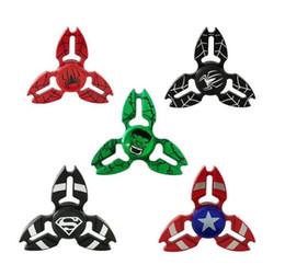 peças de brinquedo de metal Desconto Vendas explosivas direto liga de zinco dedo triângulo ponta gyro Capitão Spiderman três pernas giro descompressão giroscópio