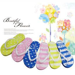 2018 Nuevas chanclas de mujer de color rosa verano antideslizantes Zapatillas de EVA zapatillas de rayas Zapatillas de playa Zapatillas de hotel desechables desde fabricantes