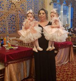 Canada Lovely Flower Girl Robes Plume Tiered Ball Gown Enfants Robe De Bal Rose Première Communion Avec Big Bow Retour Offre