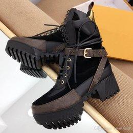 chaussures élégantes à talons bas noir Promotion Dernier luxe femmes bottes de designer Martin Desert Boot flamants roses Amour flèche médaille 100% cuir véritable grossier taille US4.5-10 chaussures d'hiver