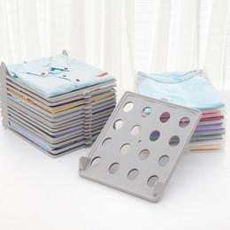 2019 outil de pliage de vêtements La créativité peut être empilée assiettes de rangement de dossier de stockage de fichier de plaque de pliage organisateur combo de finition des supports de vêtements empilés LZ1611 promotion outil de pliage de vêtements