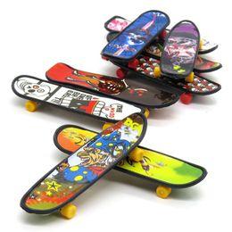 Mini Finger Skateboard Fingerboard KIDS TOY Kid finger sport Scooter Skate Party Favors Regalos educativos Juguetes LC844 desde fabricantes