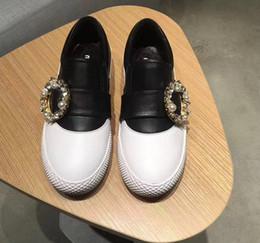 2018 Otoño Invierno Nueva Moda Zapatos Blancos Inferior Grueso Interior Incremento Planos Zapatos Casuales Dedos Redondos Perla Diamante Zapatos de Boca Profunda desde fabricantes