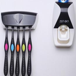 2019 suporte de escova de pasta de dente 5 cores Automático de Plástico Preguiçoso Dispenser Toothpaste Escova de Dentes Titular Espremedor Prateleiras Do Banheiro Acessórios de Banho GGA887 suporte de escova de pasta de dente barato