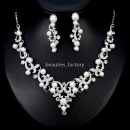 2019 joyas de boda pendientes de perlas de diamantes de imitación Joyería nupcial de la boda Artificial Pearl Crystal Rhinestone Collar Pendiente Conjuntos Wedding Party Jewelry Accessories BA182 Nuevo