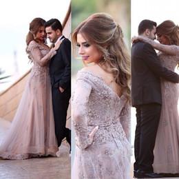 2018 elegantes mangas largas transparentes vestidos de noche usar apliques de encaje bolas cristales con cuello en V una línea vestidos de baile árabe vestidos de fiesta musulmán Dubai desde fabricantes