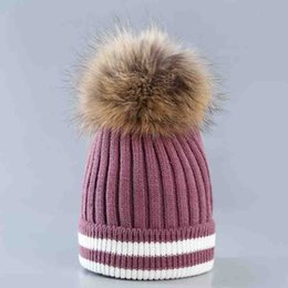 Sombrero de punto para mujer Sombrero tejido de lana bicolor Otoño invierno  Rayas Lana de rizado con bola de piel de mapache Moda exterior Cálido 0cd56077504e