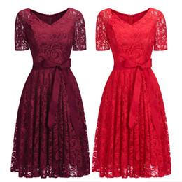Robes de soirée à crémaillère en Ligne-Bordeaux rouge manches courtes en dentelle robe de soirée cocktail col en V Ceinture Longueur au genou Designer Occasion formelle porter Zipper retour robe de bal CPS1146