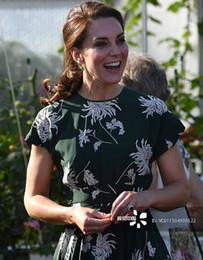 Kate middleton grünes kleid online-Chrysantheme Blume gedruckt Kleid 2018 neue Feder Prinzessin Kate Middleton schwärzlich grün Midi Kleid Ballkleid