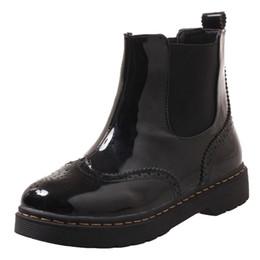 Короткие сапоги короткие онлайн-Smilice женщины плоские лодыжки западные сапоги с круглым носком платформы вырезы лакированной кожи короткие плюшевые загрузки мода Повседневная обувь большой размер A912
