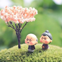 2019 vecchie figurine Old Granny Figurine Miniature Fairy Garden Gnome Moss Terrarium Home Desktop Decor Doll House Artigianato Spedizione gratuita vecchie figurine economici