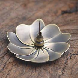 Palos de sándalo online-El nuevo metal flor de cerezo de la hornilla de incienso aleación de la mini palillo de Joss incensario Titular sándalo envío incensario Decoración gratuito