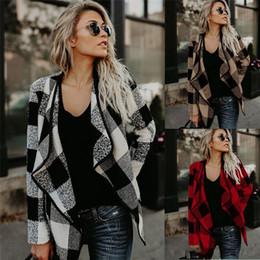 39f7f7e6466 2018 Otoño Moda Europea Americana Elegante Moda A Cuadros Otoño Invierno  Solapa Cuello Outwear Abrigos Chaquetas Asimétricas Ropa de Mujer FS5886