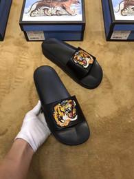Sandales en robe unisexe en Ligne-Nouveaux Mode Homme et Femme Flats Chaussures décontractées Chaussures de plage Chaussures habillées 2018 Sandales unisexes tongs Sandales en cuir véritable