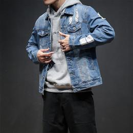 916b95d31065 2018 neue Herbst gedruckt Jacke Männer Baumwolle Solide Loch Design  Zerrissene Jeansjacke Herren Jeans Jacken Männer Mäntel Plus Größe M-5XL