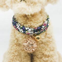collari di cane fibbia Sconti MEETEE Puppy Cat Collar Gattino collare campana Fiore del cane Fibbia Collare Pet Collar2019 Moda vestire Forniture DC-183