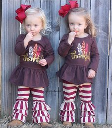 2019 fille de tenue de thanksgiving bébé Thanksgiving bébé filles tenues enfants Turquie plume lettre Imprimer top + rayures pantalon à volants 2pcs / set Printemps Automne enfants ensembles de vêtements fille de tenue de thanksgiving bébé pas cher