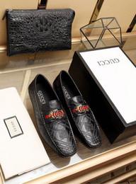 Zapatos de vestir de patrón clásico 2022 Zapatos de vestir de hombres Mocasines Mocasines de encaje Cordones Monk Botas Conductores Zapatillas de deporte de cuero real Zapatos desde fabricantes