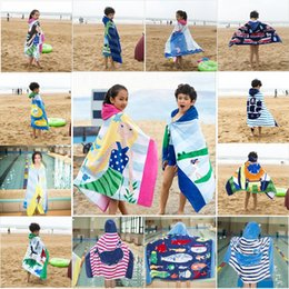 mädchen kind strand handtuch Rabatt 100% baumwolle Kinder Cartoon Badetuch Kind Schwimmen Mit Kapuze Strand Wrap Tragbare Badetücher Für Jungen und Mädchen 14 farben