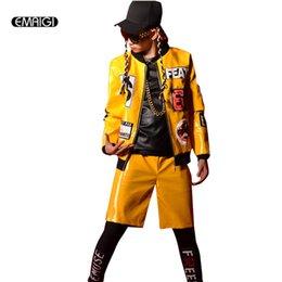 Benutzerdefinierte lederjacken männer online-Custom made bühnenshow kostüme männliche gelbe lacklederjacke coole männer street fashion hiphop mantel
