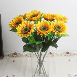 Melhores jardins de flores on-line-Melhor Novo 100 pçs / lote GIRASSOL Artificial de Casamento Decoração de Casa Flores Fontes Do Partido Do Jardim Flor Simulação de Girassóis Popular