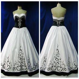 Mais tamanho vestido de noiva bordado preto on-line-2019 Querida A Linha De Vestidos De Casamento Gótico Bordado Beading Vestidos De Noiva Preto E Branco Vestidos De Mariage Personalizado Plus Size